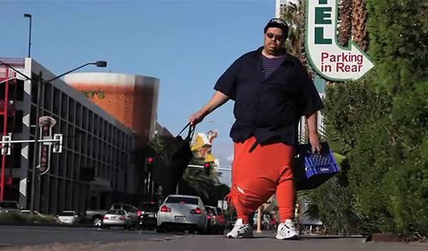Homem com escroto de 45 kilos precisa de 1 milhão de Doláres para sua Operação