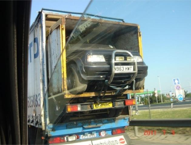 Um Carro dentro de um Caminhão Dentro de uma Carreta