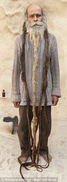 Indiano está a 37 anos sem tomar banho e cortar os cabelos