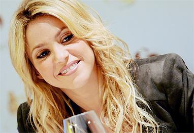 Ex-funcionário de Shakira ameaça divulgar fotos íntimas da cantora