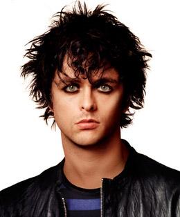 Billie Joe, se irrita e arrebenta guitarra no palco iHeart Radio Music Festival