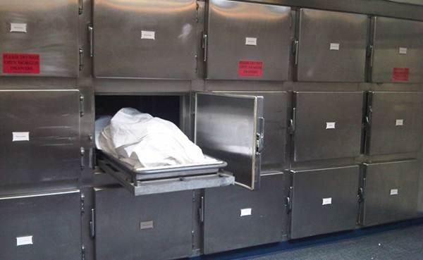 Homem acorda em necrotério após noitada