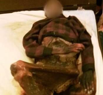 Viúva dorme com cadáver de marido por um ano após sua morte