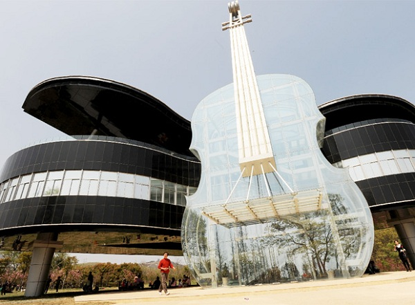 Conheça a construção na China inspirada em instrumentos musicais-2