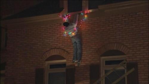 Mulher chama a polícia assustada pela decoração de natal do vizinho