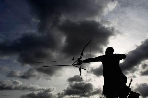 menino-de-10-anos-e-suspenso-por-atirar-arco-e-flecha-imaginario-na-escola