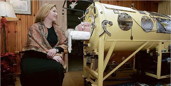 """Conheça a incrível história da mulher que viveu dentro de um """"pulmão de ferro"""" por 61 anos"""