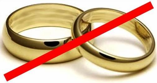 Mulher processa advogados por não avisarem que acordo de divórcio iria acabar com seu casamento