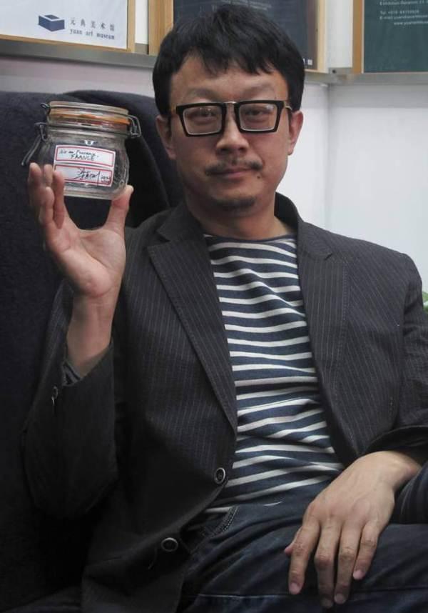 Chinês vende frasco com ar puro de montanha francesa em leilão por R$ 1,9 mil