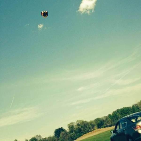 Castelo inflável voa com crianças dentro após ventania nos EUA