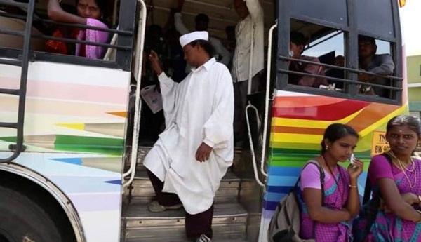 Indiano anda de costas há 25 anos pela paz mundial
