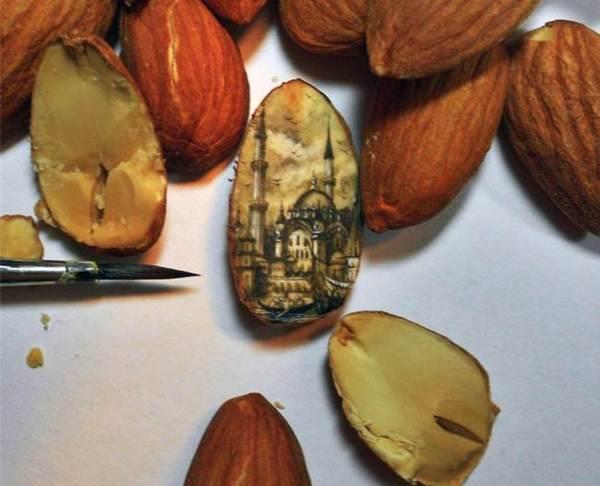 Artista usa sementes e outros materiais minúsculos como telas para mini obras-primas