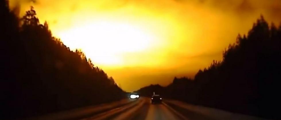Será um meteorito? Explosão espetacular foi filmada no céu da Russia