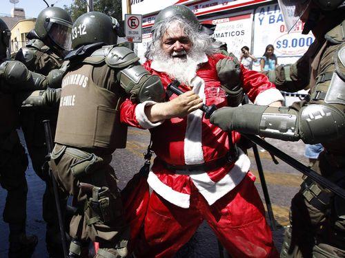 Papai noel é preso por distribuir brinquedos falsificados