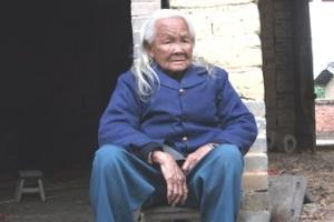 Idosa de 95 anos dada como morta levanta do caixão um dia antes de seu funeral