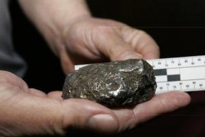 Homem atingido por 5 meteoritos acredita estar sendo alvo de aliens
