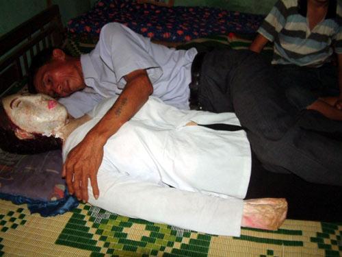 Vietnamita dorme há 5 anos na cama com sua esposa morta