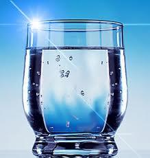 Estudo diz que beber água durante provas pode aumentar notas