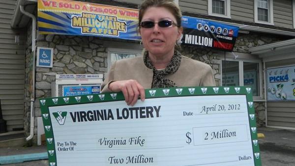 Mulher ganha duas vezes na loteria no mesmo dia