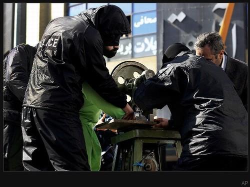 Reveladas fotos da máquina iraniana de amputar dedos