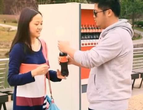 Coca-Cola aperta mais suas tampinhas para promover namoros na China
